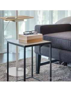 Pie de Salón serie Nordica 2 5465 | Lámpara de Pie para salon con salida usb y base para sujetar el telefono | LeonLeds